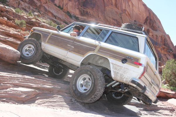 25 2019 Easter Jeep Safari Fullsize Invasion Moab Rim.JPG Photo 179035573